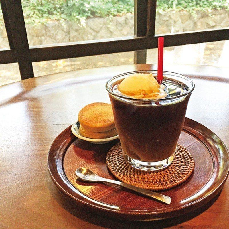 コーヒーフロート(漂浮咖啡)¥650/專用的深烘焙咖啡豆調成漂浮冰咖啡,冰淇淋的...