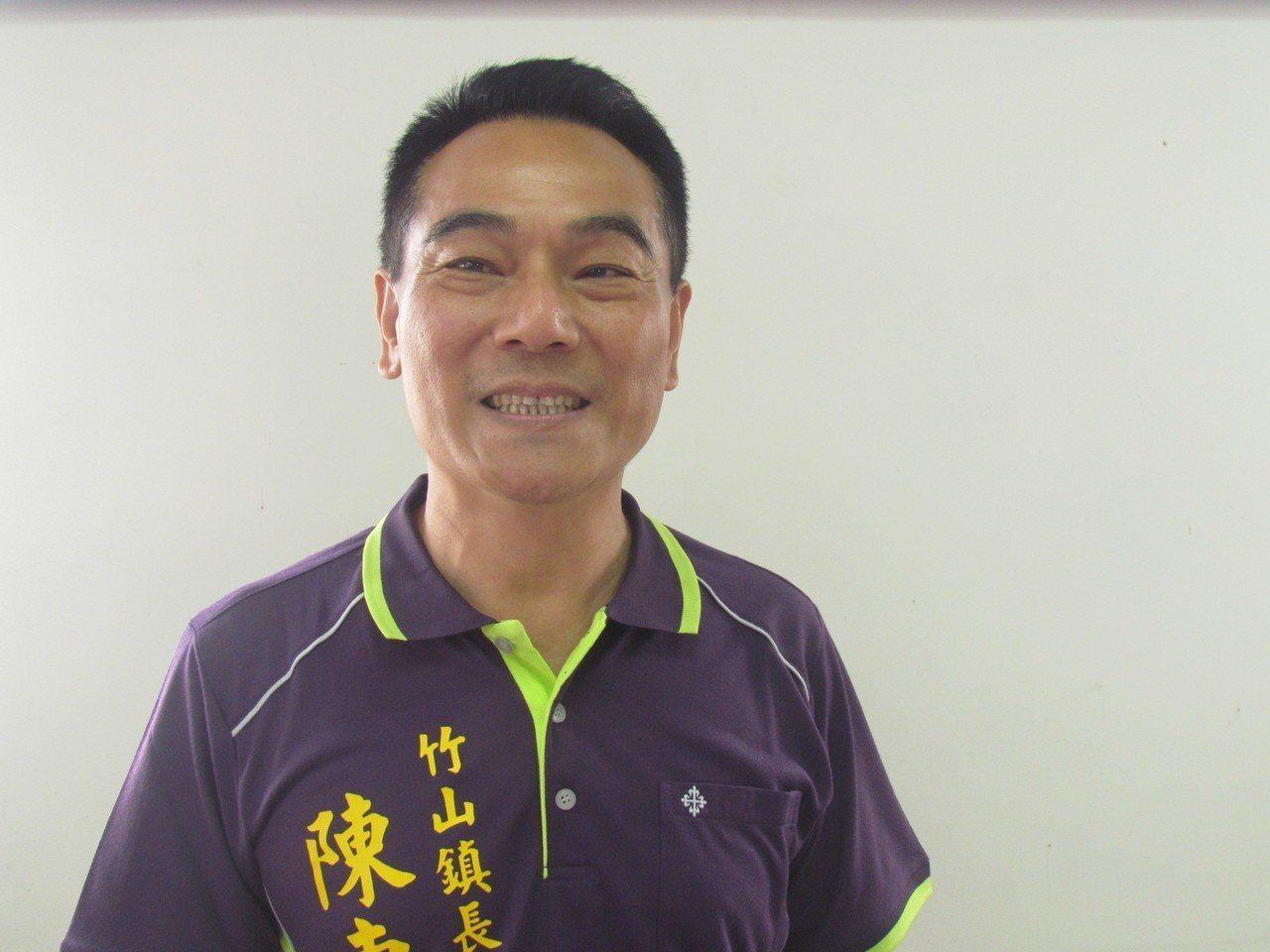 竹山鎮公所清潔隊長陳東睦今天宣布參選竹山鎮長。記者張家樂/攝影