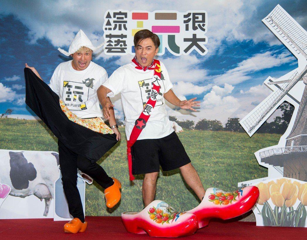 吳宗憲(右)和KID搭檔的「玩很大」創造出節目品牌和周邊商機。本報資料照