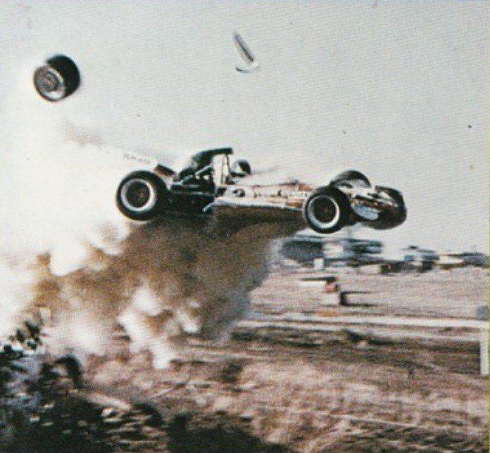 「奪標」中刺激的賽車意外場面。圖/摘自samusicheritage