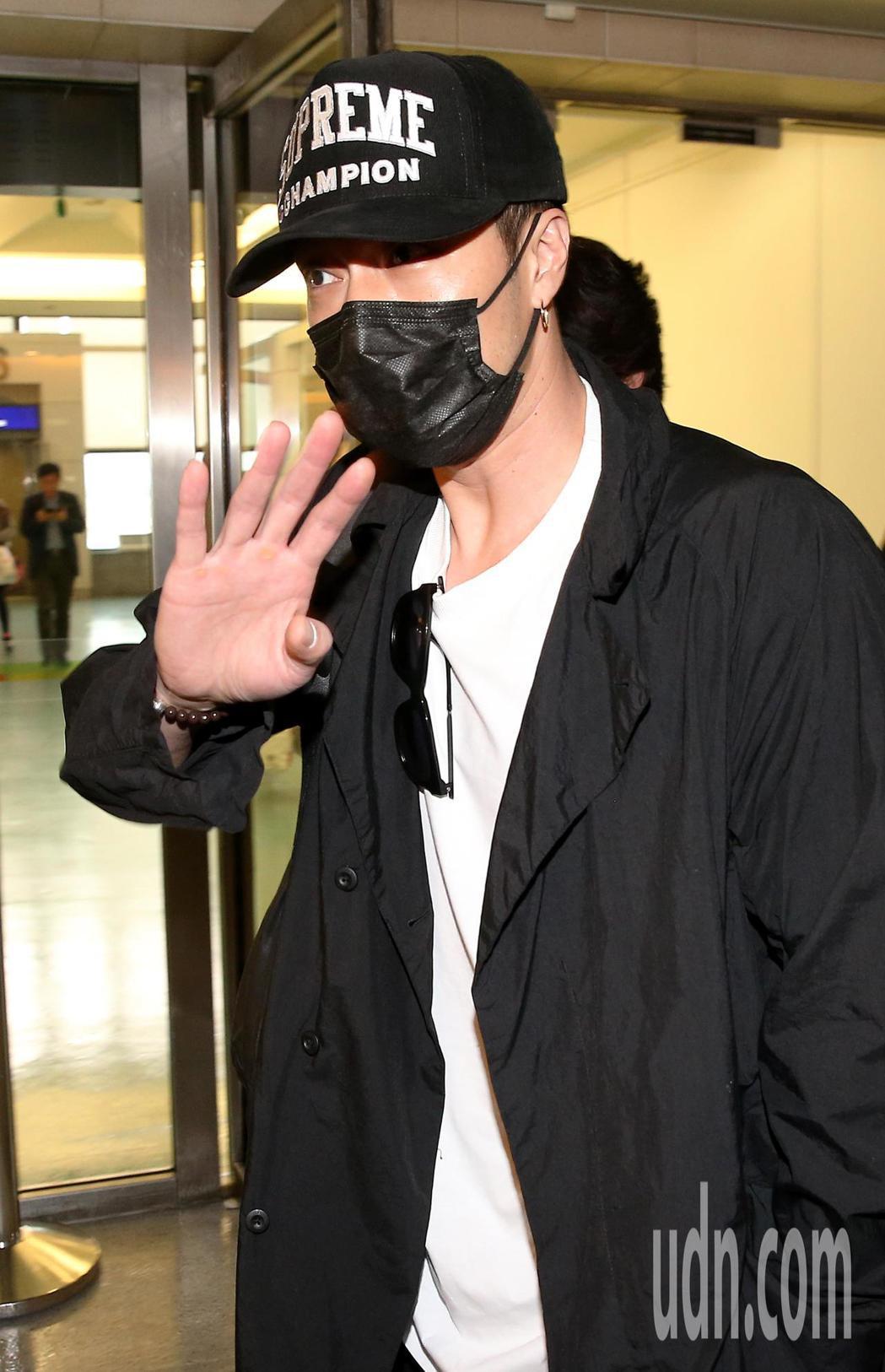南韓藝人蘇志燮(如圖)27日中午搭機抵台。記者陳嘉寧/攝影