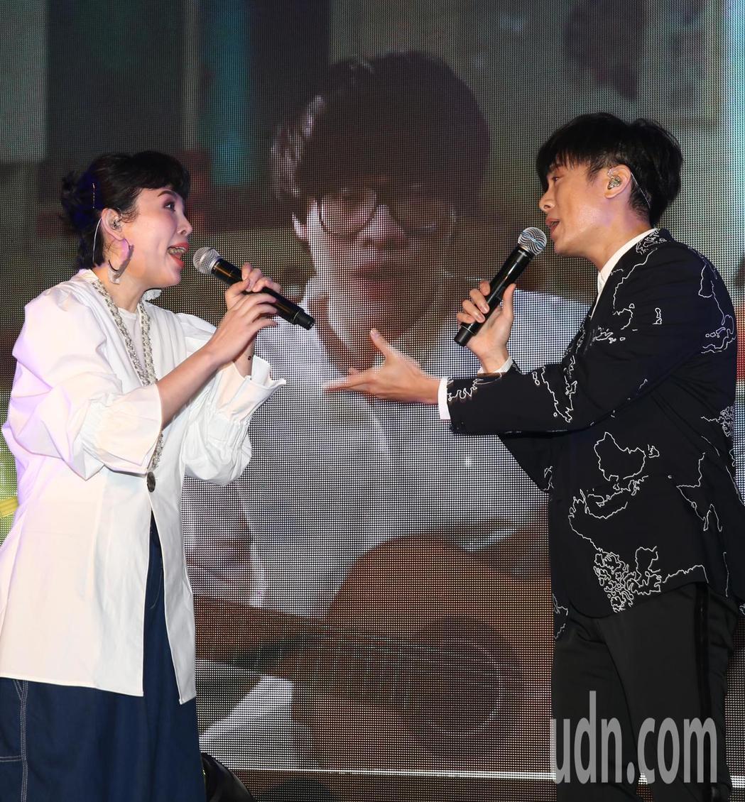 魏如萱(左)與韋禮安(右)下午一起出席hito流行音樂獎頒獎典禮記者會,頒獎典禮...