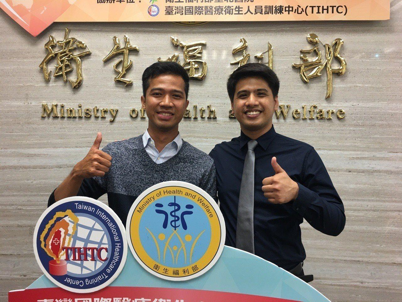 菲律賓牙醫師Jay(右)和印尼護理師Aric(左)都是「國際醫療衛生人員訓練中心...