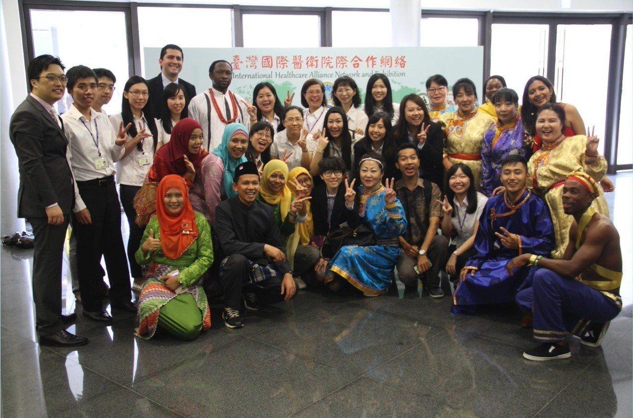 TIHTC成立至今已培訓62國、1500位國際醫事人員,其中以醫師為大宗。 圖/...