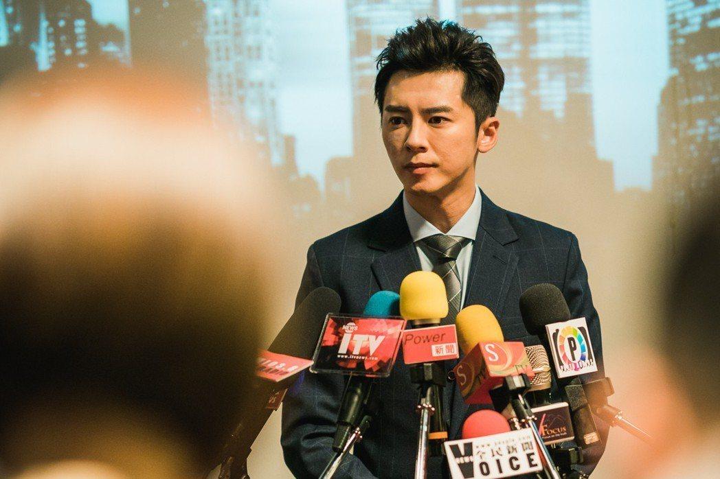 李國毅在記者會上慘遭砸蛋攻擊。圖/歐銻銻娛樂提供