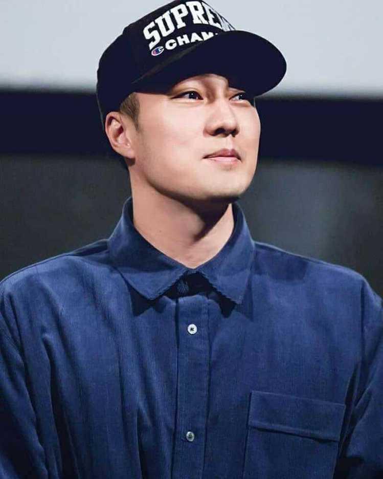 18日蘇志燮即是戴著Supreme X CHAMPION棒球帽。圖/取自IG