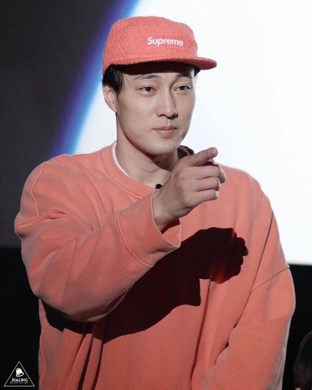 17日出席活動時,蘇志燮戴的也是Supreme的帽子。圖/取自IG