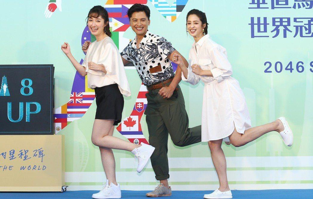 「高塔公主」的主要演員莫允雯(右)、Duncan周群達(中)、田中千繪(左)等下...