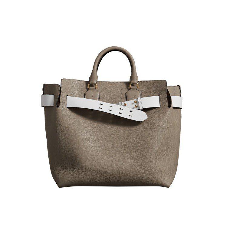 The Belt中型皮革包礦灰色,售價82,000元。圖/BURBERRY提供