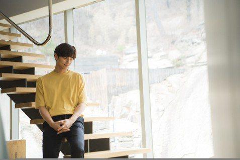 華碩上個月於西班牙巴塞隆納發表新一代ASUS ZenFone 5系列智慧手機,今天正式公布代言人,果不其然由孔劉續任。目前人正在韓國首爾拍攝ASUS ZenFone 5系列電視廣告的孔劉表示:「很高...