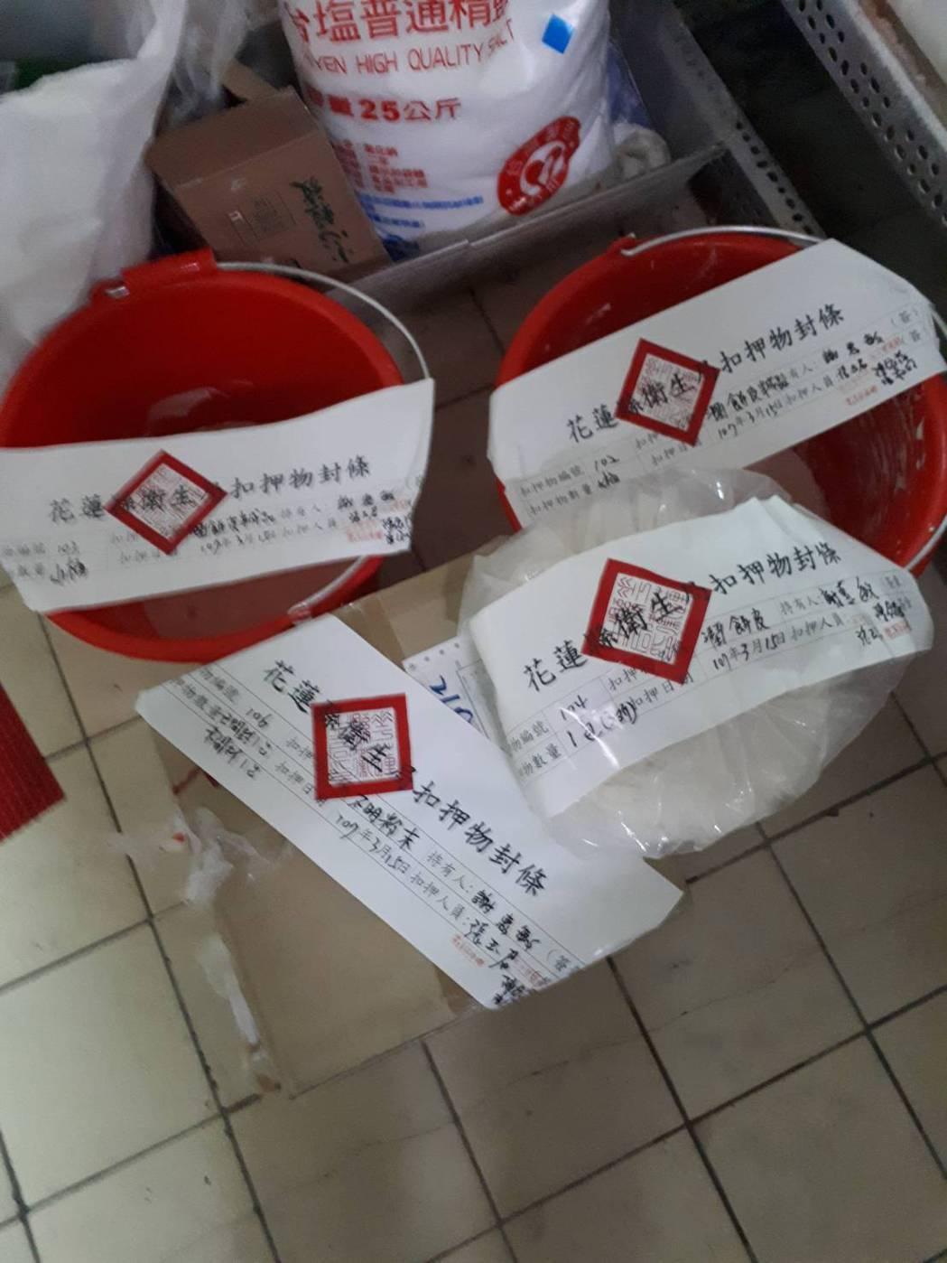 花蓮縣衛生局依食安法將不合格食材銷毀。圖/衛生局提供