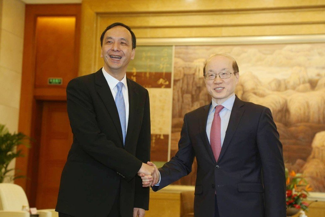 新北市長朱立倫26號在上海會見國台辦主任劉結一,表達堅持九二共識立場。新北市政府...