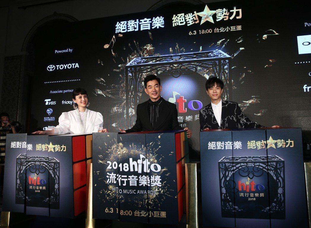魏如萱(左起)、任賢齊與韋禮安昨天一起出席hito流行音樂獎頒獎典禮記者會。記者...