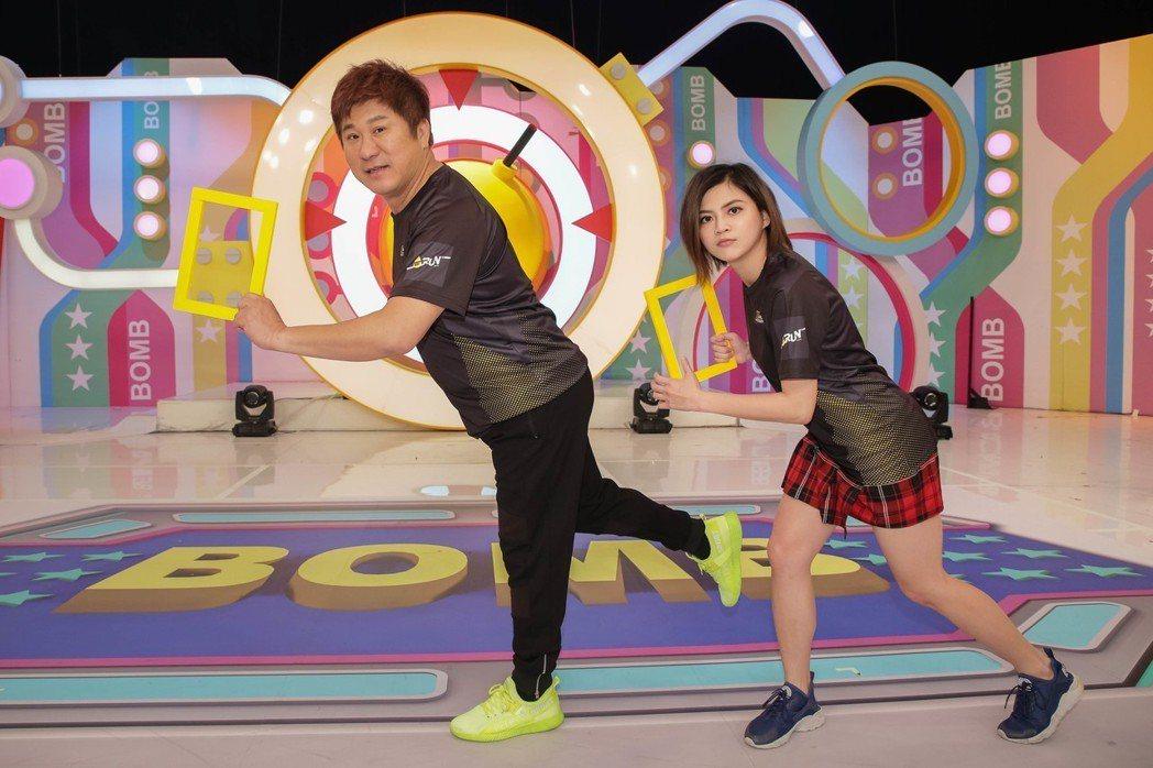 胡瓜(左)將挑戰路跑活動,瑪莉亞也一起陪跑。圖/衛視中文台提供