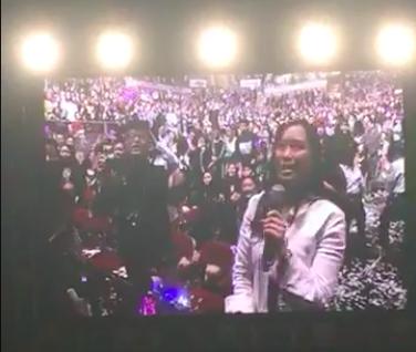 周杰倫演唱會出現彈頭歌迷踩場。圖/摘自臉書