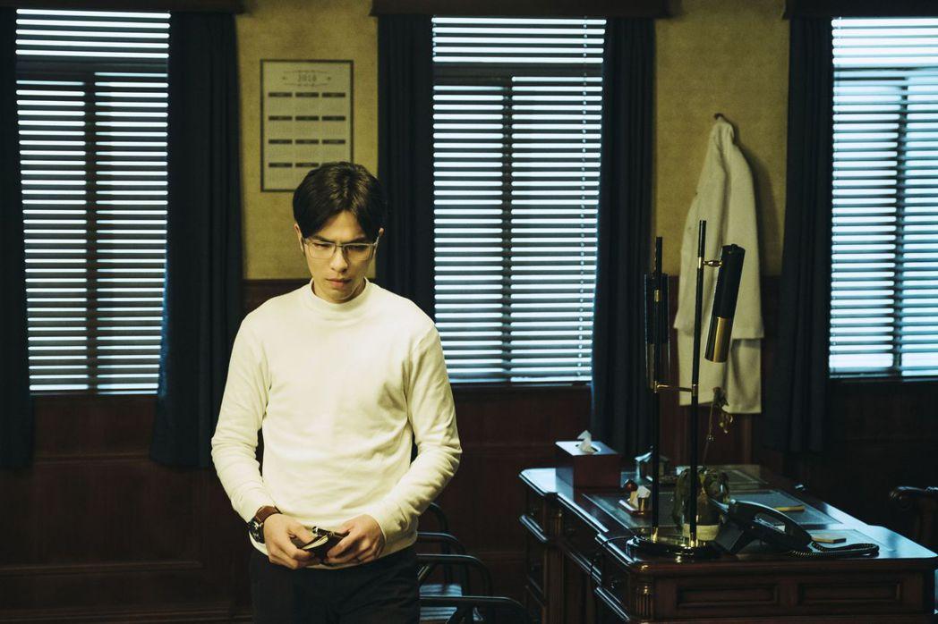 蕭敬騰在「魂囚西門」中詮釋心理醫生。圖/公視提供