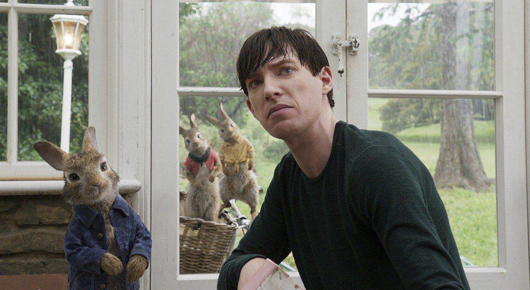 多姆納爾葛利森扮演小麥先生,與兔子們有許多逗趣對手戲。圖/索尼提供