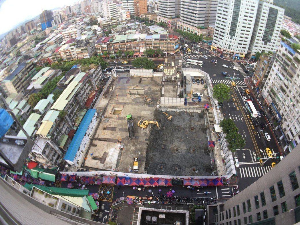 台北市永春都更案因無法整合,延宕十多年,過程中動工、停工、復工,屢生波折。圖/台...
