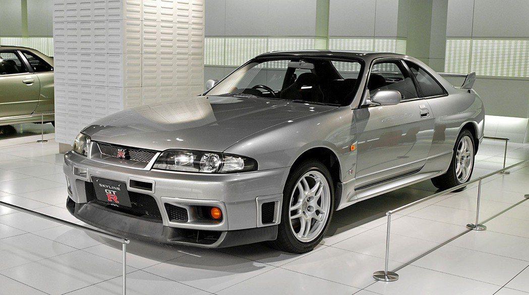 Nissan Skyline R33 GT-R。 摘自Nissan