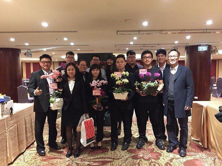泰睿思公司總經理莊豐銘(左一)與該公司創新優秀團隊共同合影。 泰睿思公司∕提供