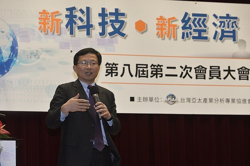 APIAA理事長、工研院產業經濟與趨勢研究中心(IEK)主任蘇孟宗致詞。 API...