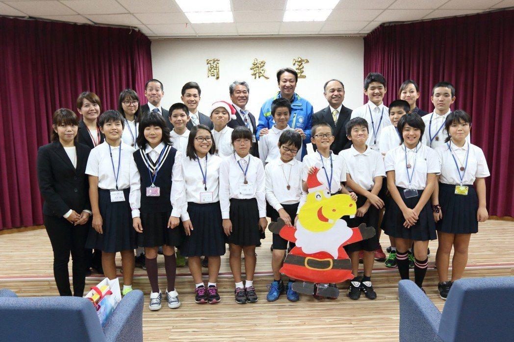 日本與那國町中、小學生的畢業旅行都會安排來到花蓮交流互動。圖為去年12月與那國町...