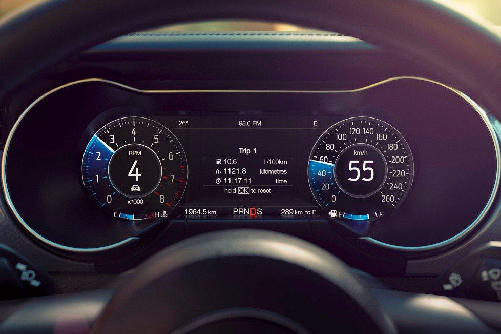 2018 New Ford Mustang配備12.3吋全液晶多功能顯示儀錶螢幕。 圖/福特六和提供