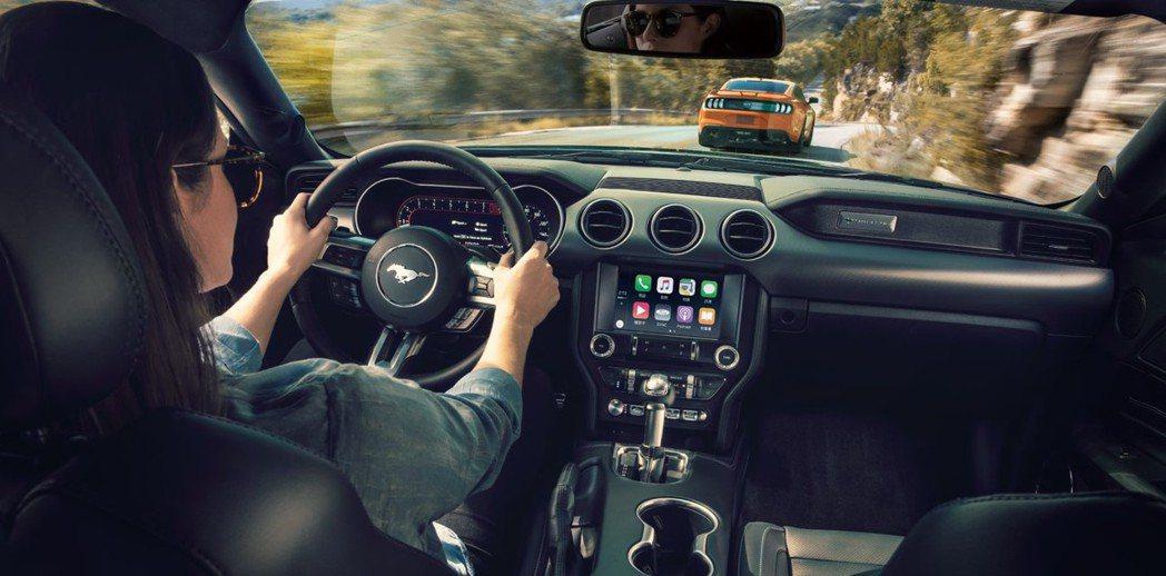 全新升級的內裝富科技質感,並以全新深色鋁質亮面刷紋飾板打造低調時尚品味。 圖/福特六和提供
