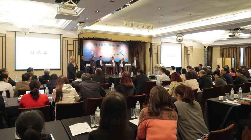 中華軟協「科技外交、整合行銷」高峰論壇現場。 李炎奇/攝影