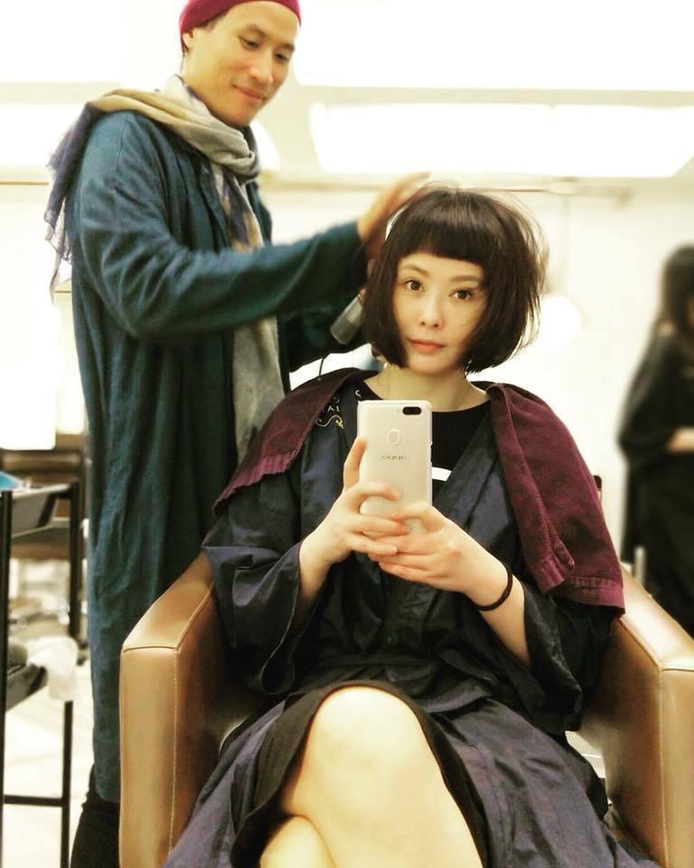 蕭淑慎在臉書曝光新髮型,瞬間猶如回到2000年演出《勇氣》時的模樣。 圖/擷自臉...