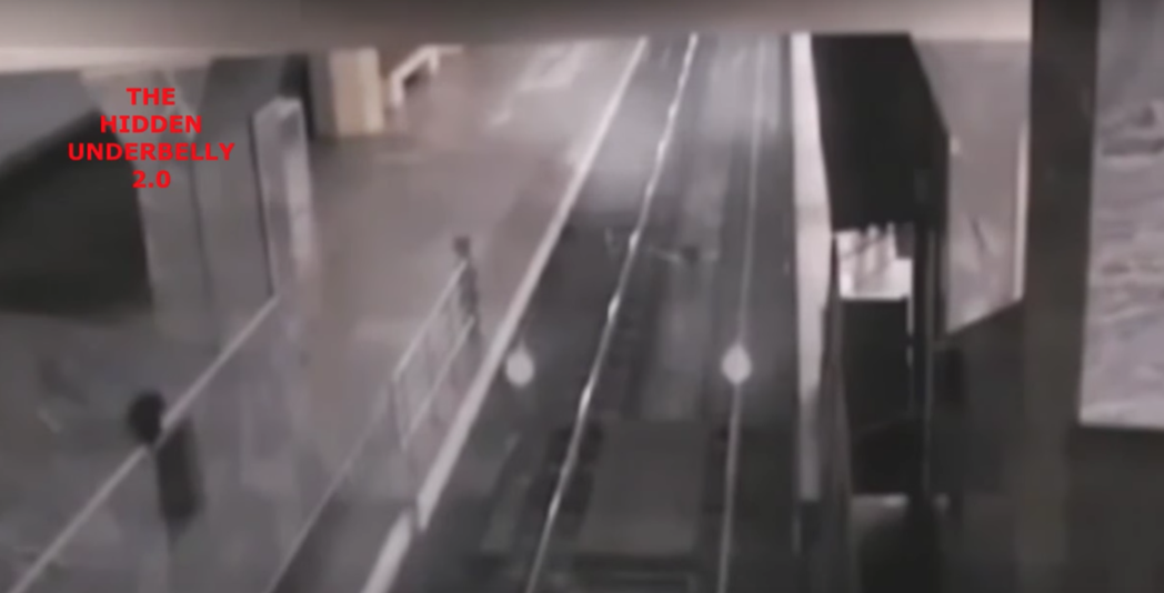 幽靈列車駛進車站。圖/截自YouTube