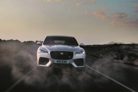 (影音)Jaguar最兇猛SUV誕生F-Pace SVR整裝待發 挑戰各家性能跑旅