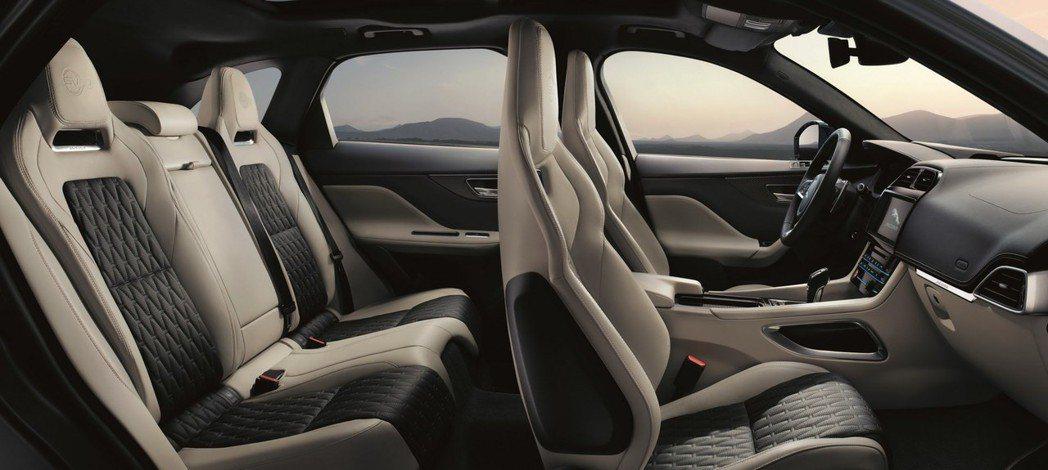 4張跑車座椅,讓這台SUV不再只是SUV。 摘自Jaguar