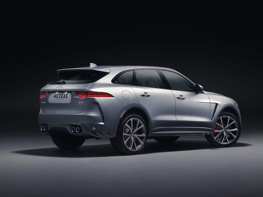 4出尾管與空力套件的搭配,提升整體運動化感受。 摘自Jaguar