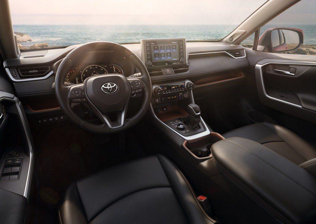 新世代Toyota RAV4內裝看來更具質感。 摘自Toyota