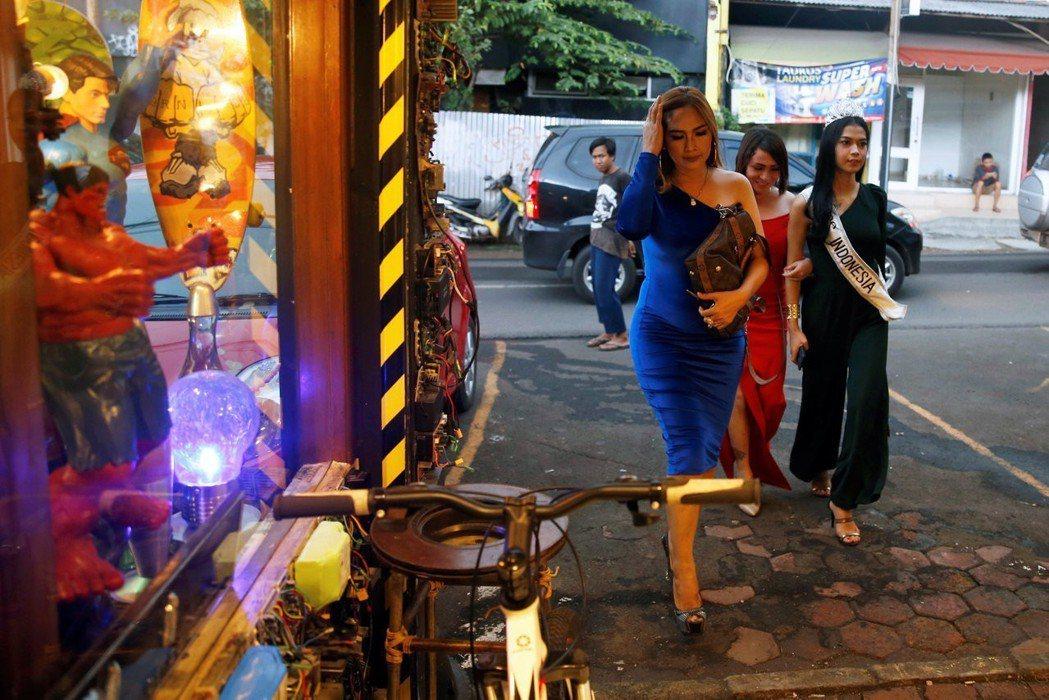 在印尼,無論是討論與同性行為相關的292條文、婚外性行為,乃至言論自由,議論者都能動挪本土文化、去殖民等修辭強化自身立場。 圖/路透社