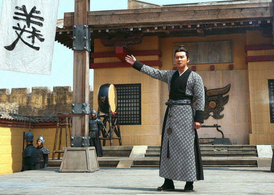 李晨飾演「軍師聯盟」中的曹丕,從少年演到中年。圖/緯來戲劇台提供