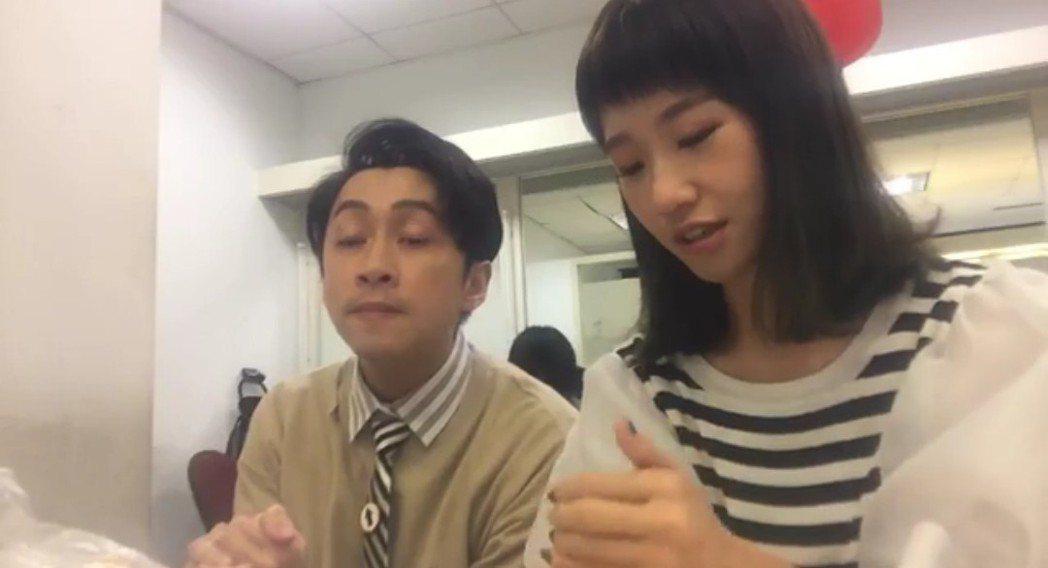 Lulu回想當時在讀手卡的情況,陳漢典在模仿陽帆幫腔。圖/摘自臉書