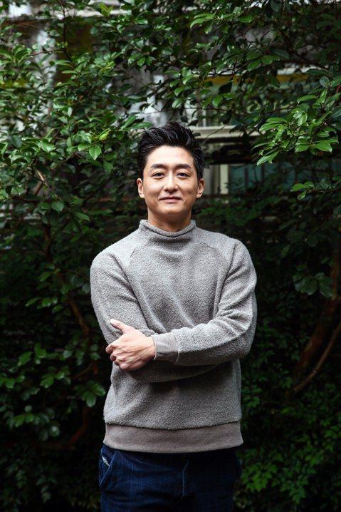 去年揚威金馬獎的台灣電影「強尼‧凱克」,原定今年4月13日在大陸上映,結果臨時延檔,上映檔期另定,原因暫時不明,知名微博「統一之聲」舉證多項資料認定柯宇綸是台獨藝人,黃安也轉發該則微博並寫下「天下沒...