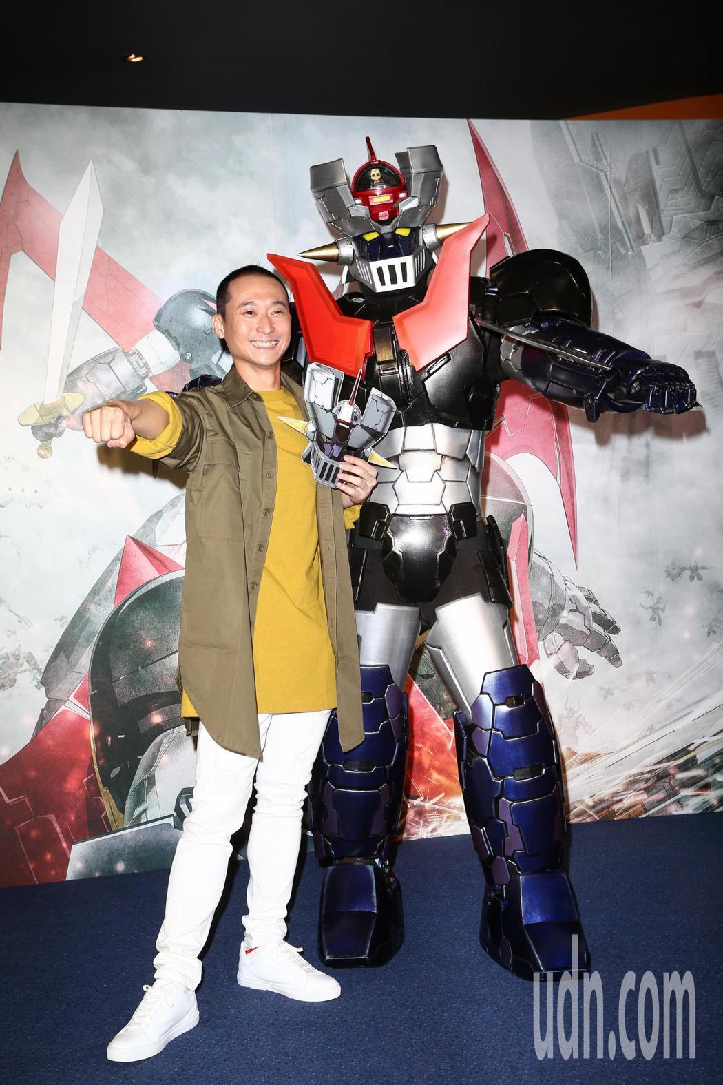 浩子(左)為「無敵鐵金剛」卡通電影站台。記者蘇健忠/攝影