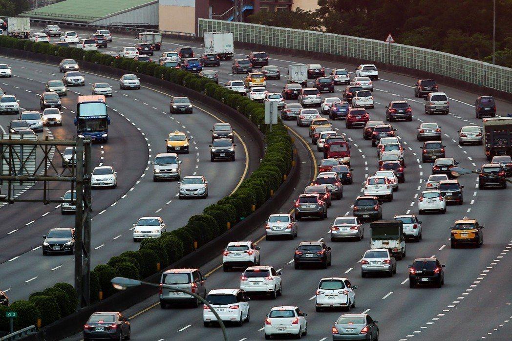國道連假車潮示意圖。 聯合報系資料照/記者王騰毅攝影