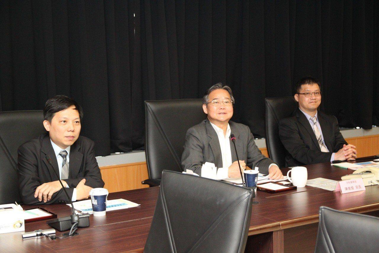 中科管理局局長陳銘煌(中)指出,園區去年的營業額5638億元,較上一年度成長11...