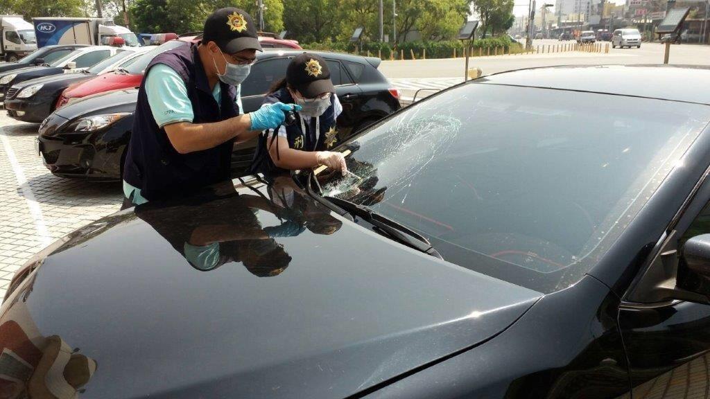 警方查扣肇事車輛進行採證。記者蔣繼平/翻攝