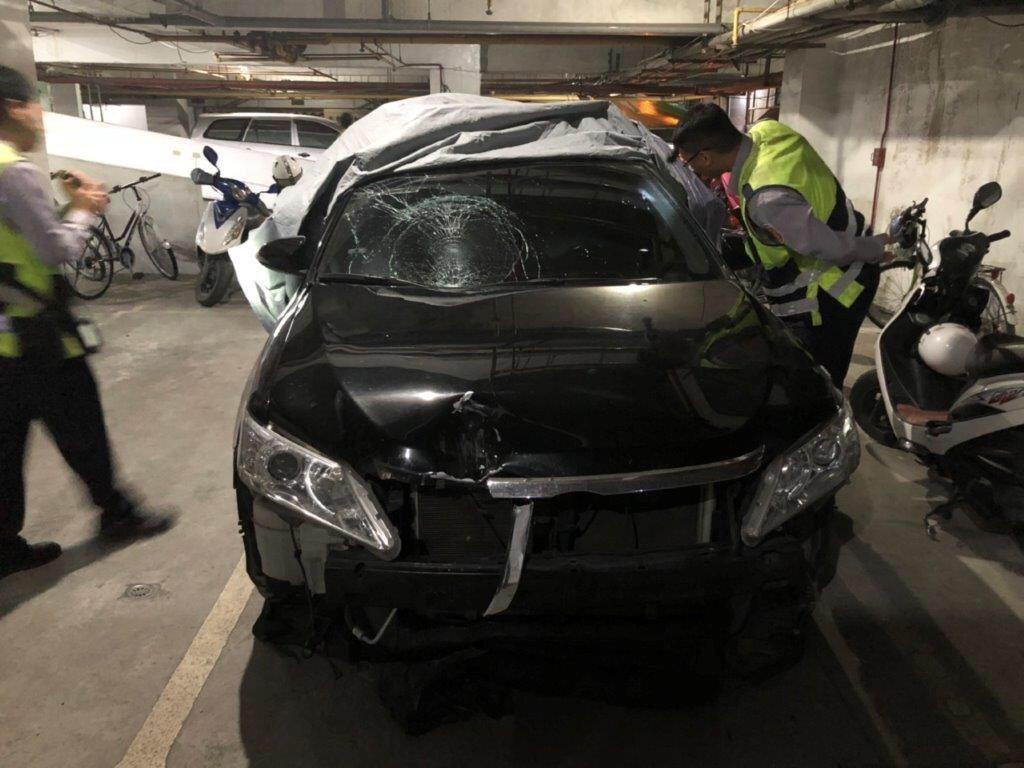 警方在潮州鎮某大樓地下室找到肇事車輛。記者蔣繼平/翻攝
