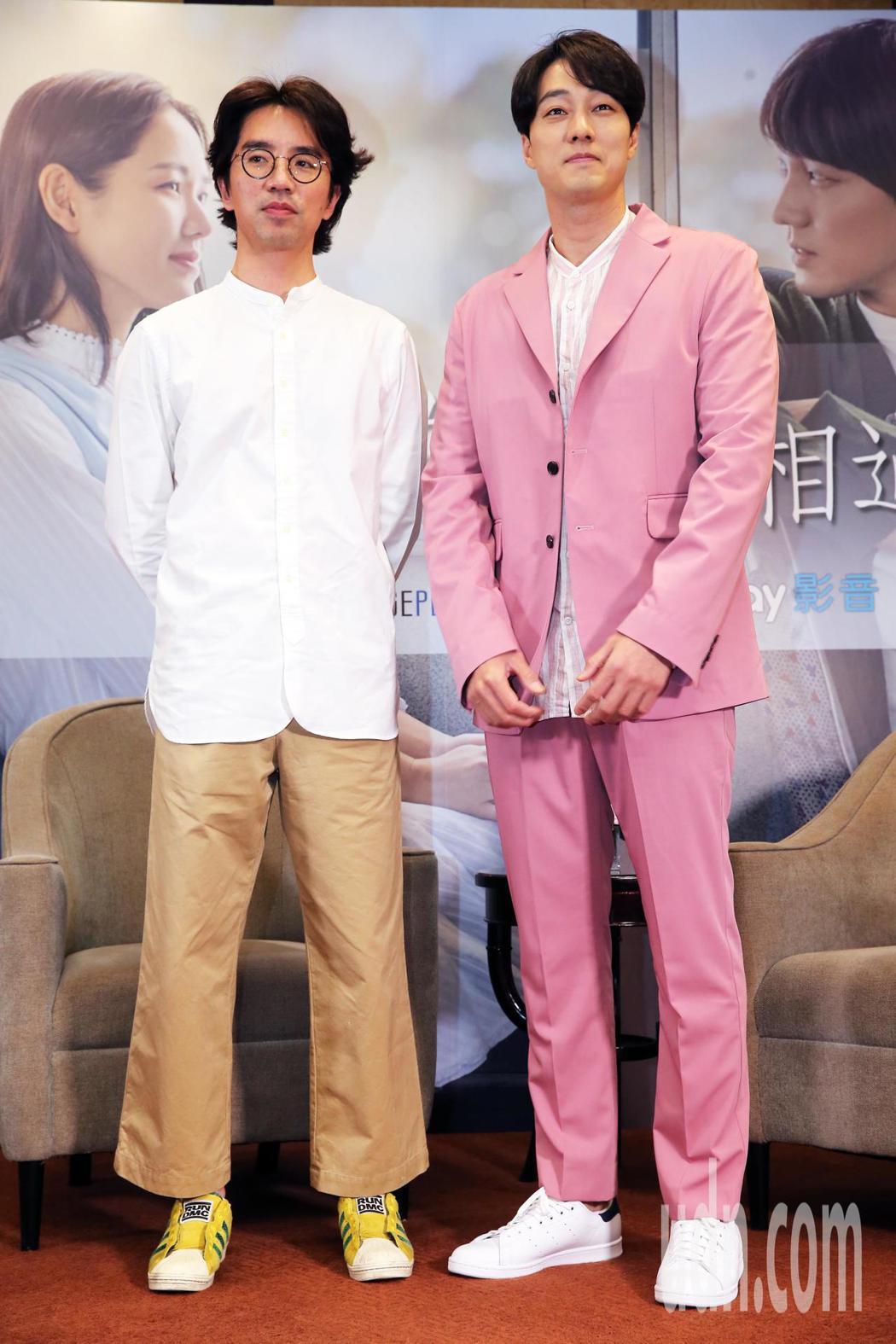 蘇志燮(右)和導演李章焄(左)2人下午一起出席記者會接受媒體聯訪。記者徐兆玄/攝...