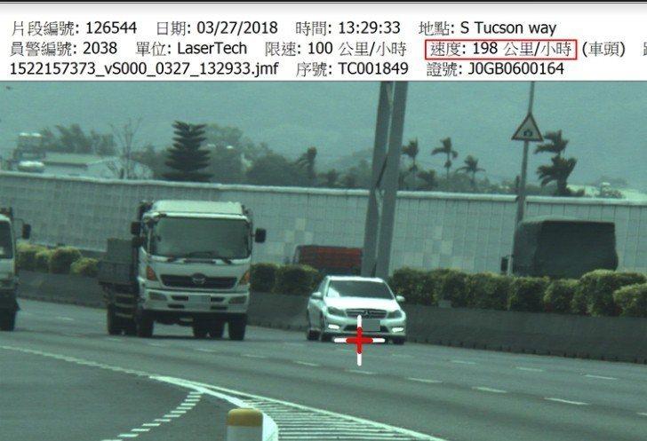 國道全線昨起超速取締大執法,首日共告發1005件。取締到的最高速度198公里,在...
