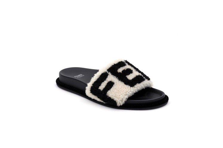 FENDI FF Logo Capsule系列皮草拖鞋,價格未定。圖/FENDI...