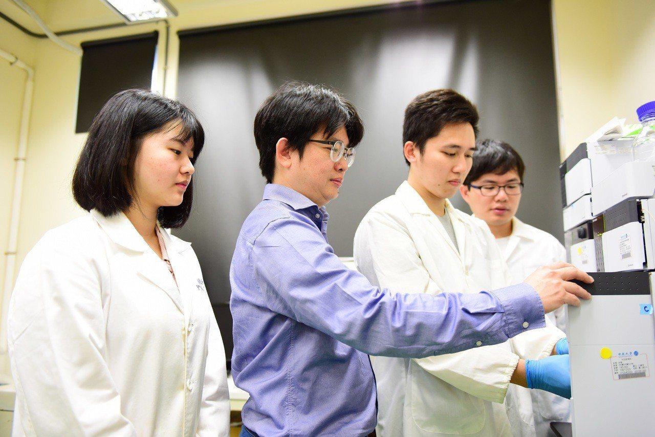 張雍和團隊投入相關技術研發多年,白血球殘留指標可減至萬分之一比歐美法規千分之一標...