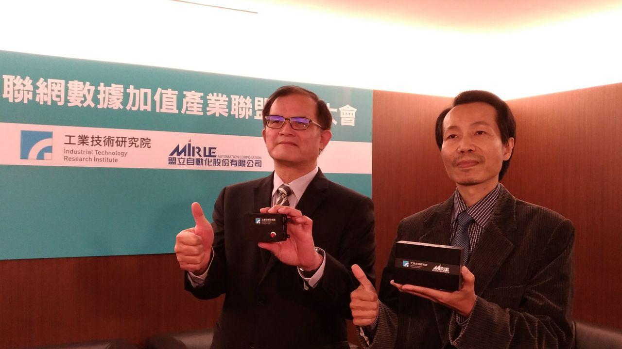 工研院攜手盟立發表新款智慧機上盒,協助產業邁出智造化第一步。圖左起工研院機械所...