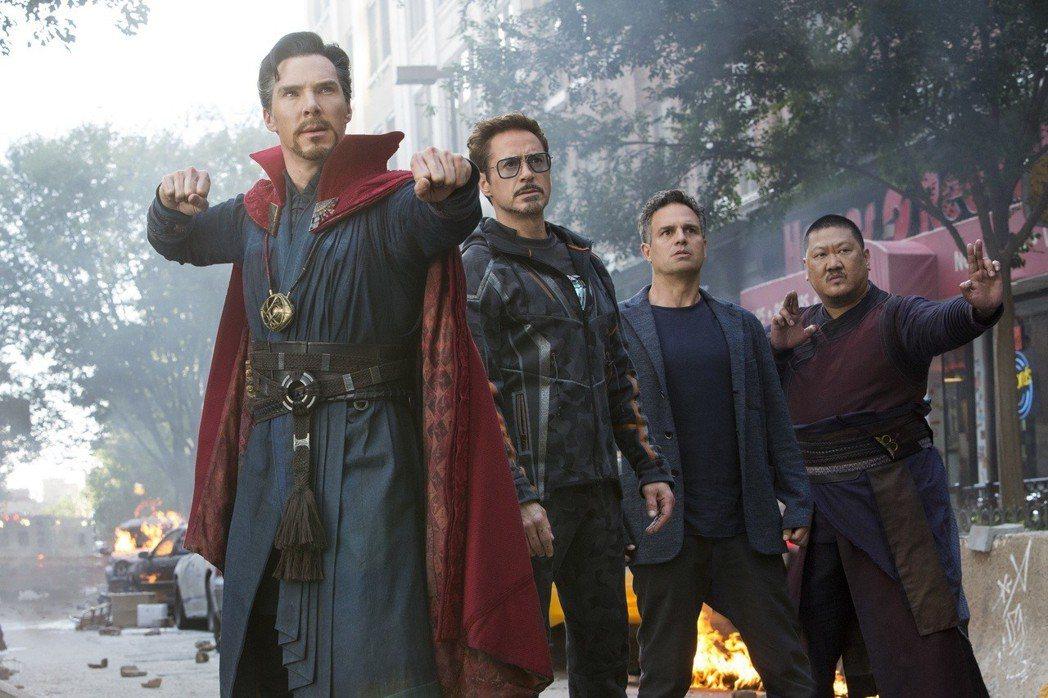 奇異博士、鋼鐵人、變身浩克前的布魯斯班納在「復仇者聯盟3:無限之戰」首度攜手。圖...